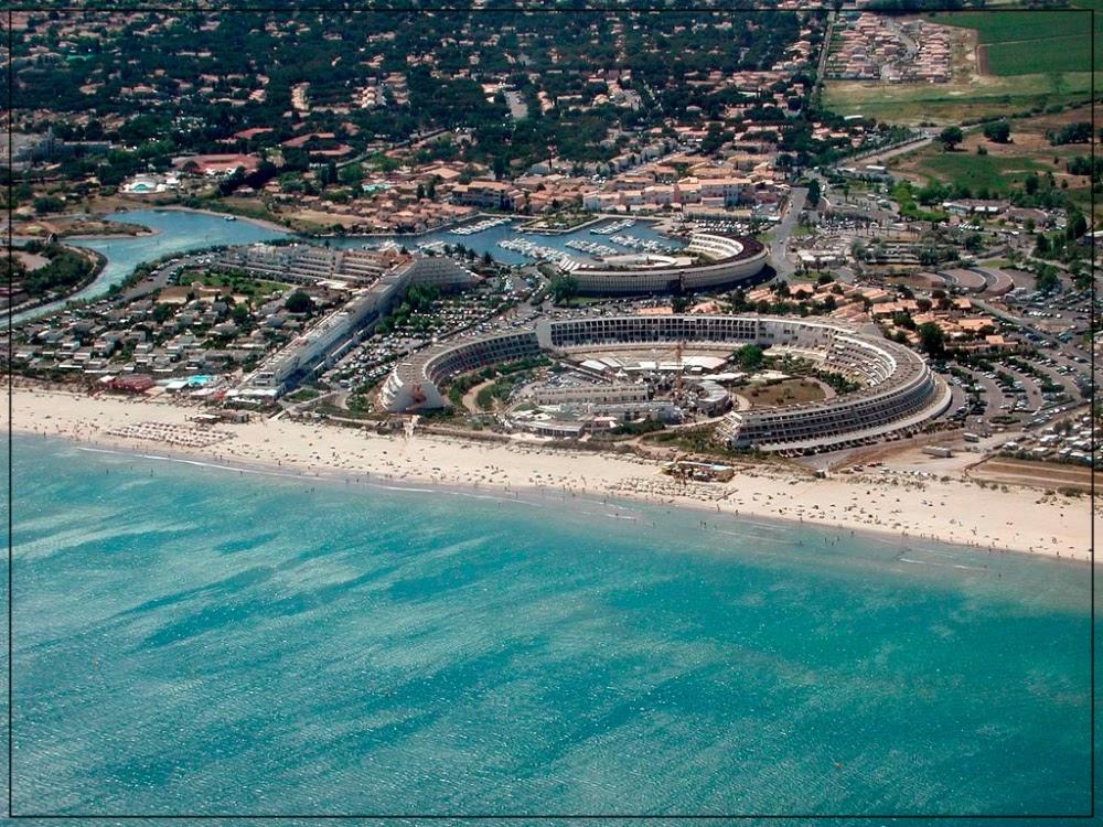 Cap d'Agde, onde o nudismo é obrigatório