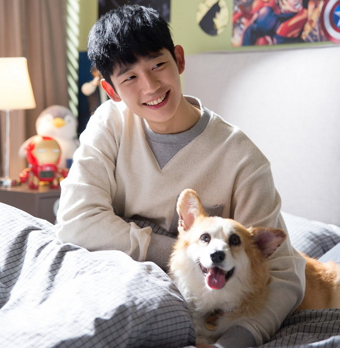 Raising Heartthrob Jung Hae In Looks Adorable in a Series of Photo of Him  along with 'Robin' the Corgi