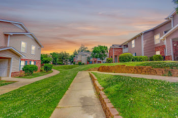 Go to Covington Park Apartments website