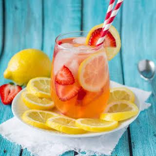 Sparkling Strawberry Lemonade {Sugar-free}.