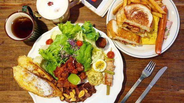 hoyo Cafe|好豐盛國王早餐。喀滋黃金脆皮吐司
