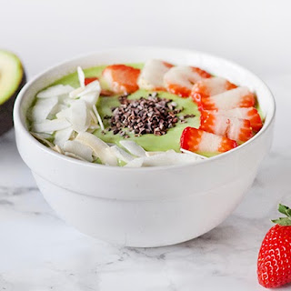 Green Smoothie Bowl with Strawberry and Coconut Recipe