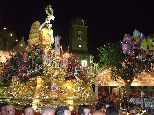 La Santa Cruz del Voto durante su procesión por Canjáyar.