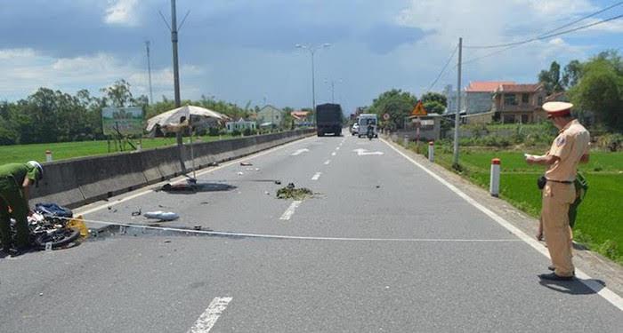 Chồng qua đời vì váy chống nắng của vợ bị cuốn vào xe máy: Chị em chạy xe ra đường cẩn thận