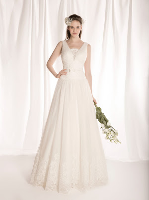 Robe de mariée Faveur, décolleté v profond et larges bretelles, en dentelle en tulle, ceinture et noeud de papillon en satin