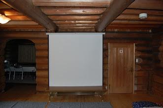 Photo: 一階ホール プロジェクタースクリーン完備