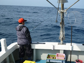 """Photo: 8回連続「シケ中止」の""""イワオさん""""! 本日、今年の「初釣り」です! ガンバッて釣って下さいね!"""