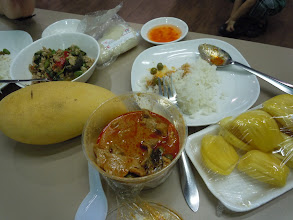 Photo: Excellent masaman curry and rice, larb, jackfruit ... and look at that mango!