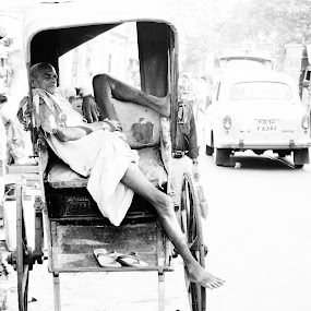 by Shivalkar Jha - People Street & Candids ( kolkata calcutta college street esplanade sleeping ricshaw hand driven rickshaw )