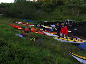Photo: Kajakker i motbakke - leir på Skålvær dag 3