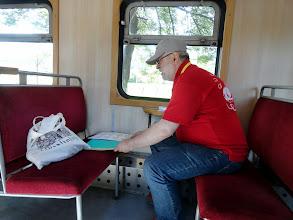 Photo: Werner bereitet die Waggons vor - jeder soll seinen Platz finden