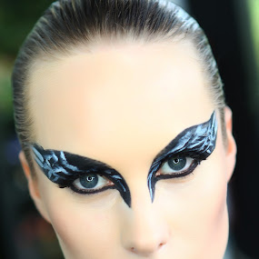 the Black Swan by Rossi Abun - People Portraits of Women ( potrait, black swan, rossiphotowerkz, trasformazione )