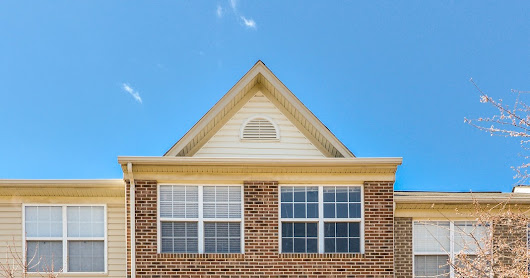 JUST LISTED! Spacious 3-level townhouse with tons of natural light! Beautiful community - close to Dulles Town Center and Claude Moore Park! MUST SEE! Check out piersonrealestate.com for more info.
