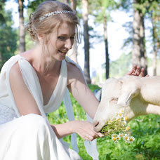 Wedding photographer Olesya Vladimirova (Olesia). Photo of 23.06.2017