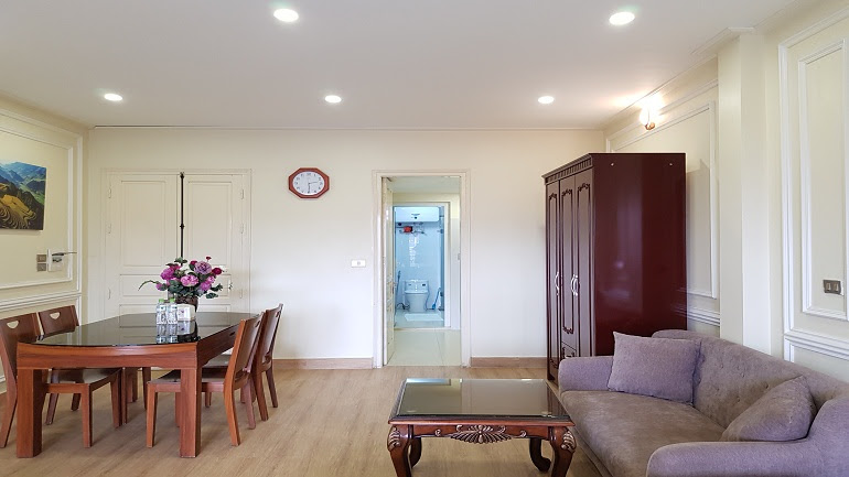 Spacious studio apartment with balcony in Tran Hung Dao street, Hoan Kiem district for rent