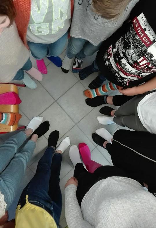Het 6de leerjaar kwam met verschillende sokken naar school