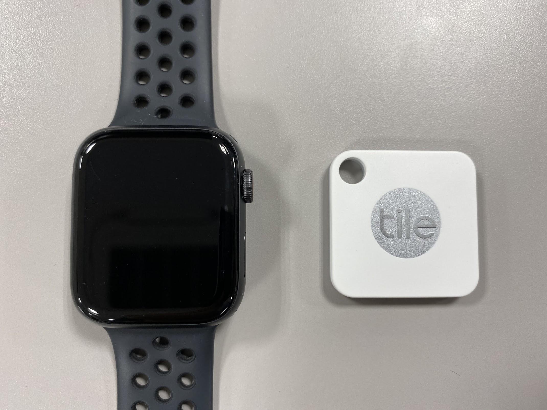 AppleWatchとTileのサイズ比較