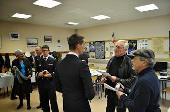 Photo: Le commandant et la presse locale très intéressée par cette visite extraordinaire