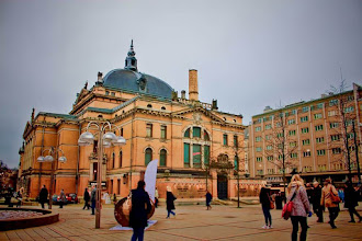 Photo: In front of National Theater Station, in Oslo, Norway  Good morning! Have a nice Sunday!  ノルウェー、オスロの国立劇場駅前