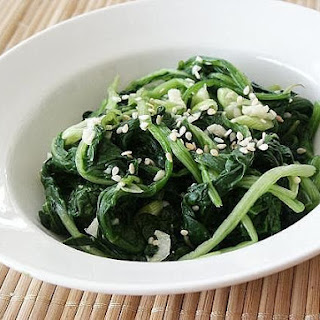 Korean Seasoned Spinach (Shigumchi Namul)