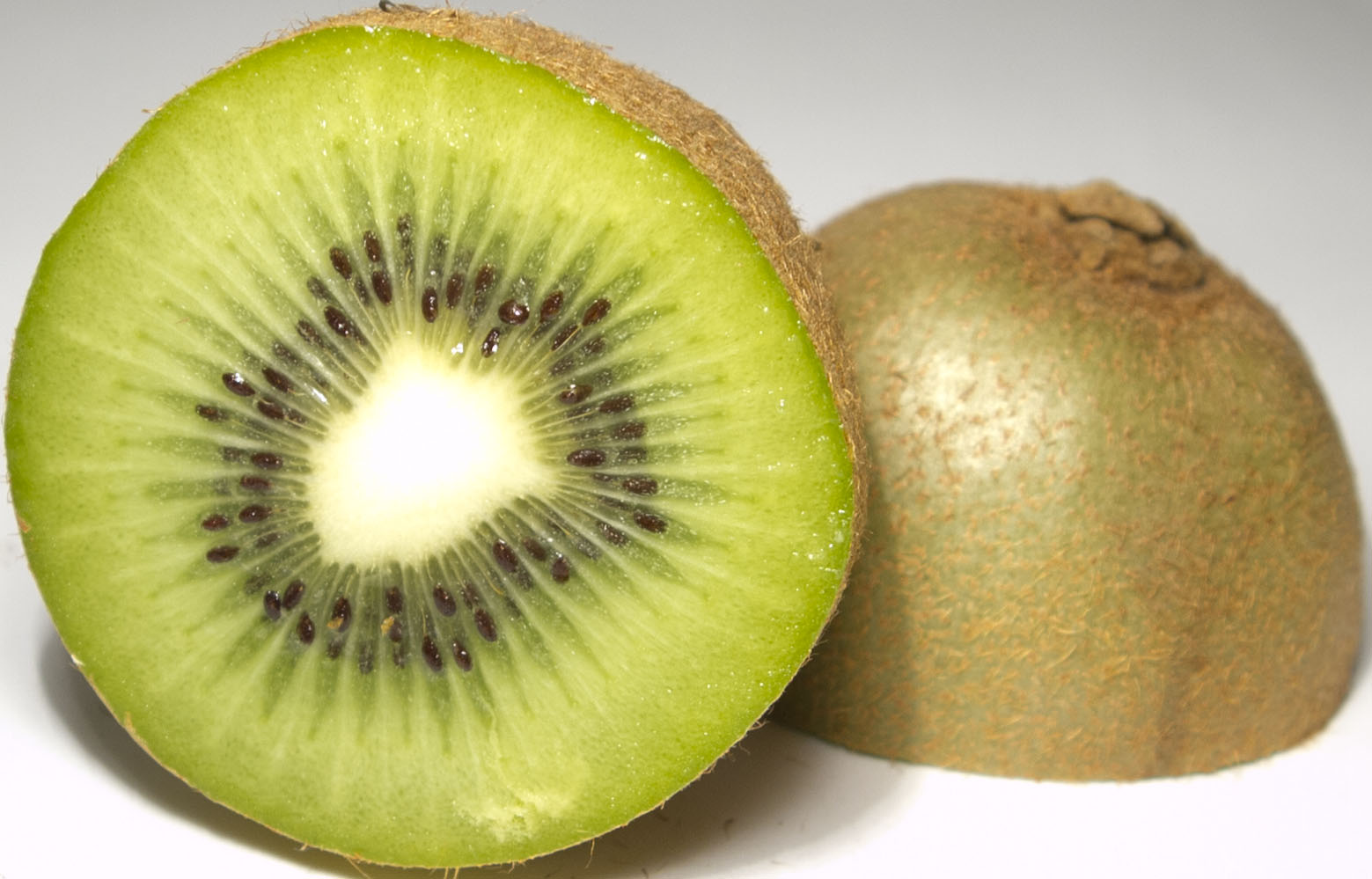 File:Kiwifruit halved.jpg