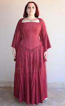 Photo: Vestido Medieval em camurça Fúcsia com corset embutido na parte superior do vestido. A partir de R$ 500,00. (Cada figurino é único e exclusivo e não é repetido.)