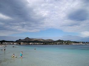 Photo: Am Strand mit Blick zum Penya des Migdia - dort werden wir morgen rauf gehen.