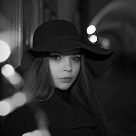 Evening with Anna by Michaela Firešová - Black & White Portraits & People ( night, black and white, portrait, female )