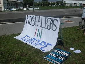 Photo: Rassemblement européen contre les gaz de schiste devant le Parlement européen à Strasbourg le 4 et 5 juillet 2011 : « No schale gas in Europe »