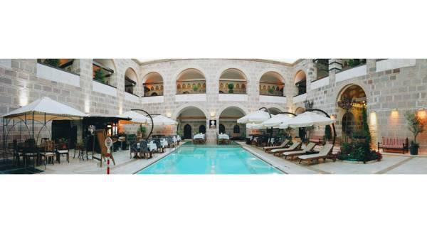 Çeşme Kanuni Kervansaray Hotel
