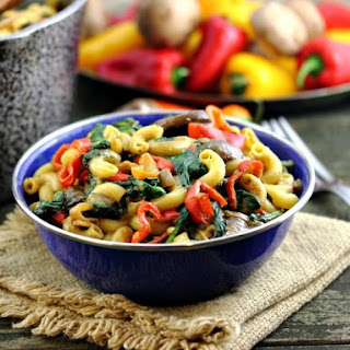 """Mac and """"Cheese"""" with Creminis, Peppers and Spinach (Vegan, GF)"""