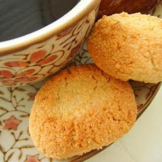 Maronchinos (Almond Cookies).