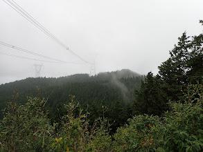 鉄塔右が東光寺山