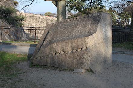 石の割り方 矢穴に楔を打ち込む