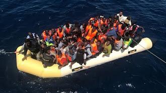 Imagen de archivo de una patera rescatada en el Mar de Alborán.