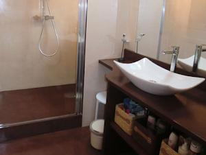 sol resine pour salle de bain design beton