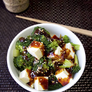 Tofu Broccoli with Spicy Oyster Sauce.