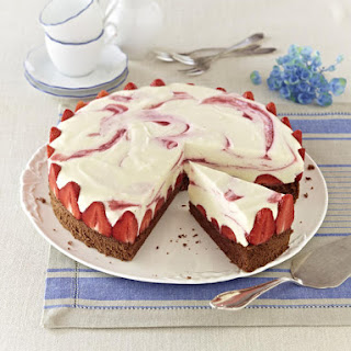 Strawberry and Limoncello Cream Cake.