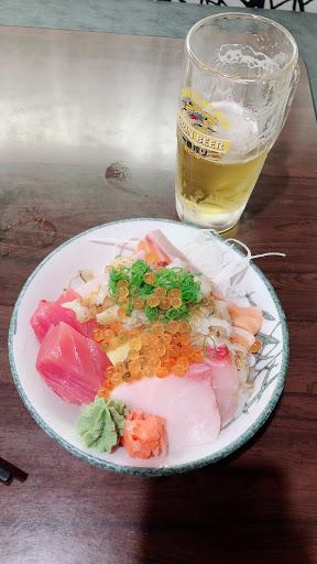 今日餐點 5cm生魚片丼飯 不得不說 每片生魚片厚度🈶️5⃣️公分  大推 女孩兒胃口很不錯的!一人獨享,飽到讓你不後悔