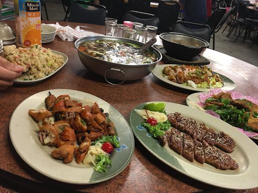 料多味美又便宜 招待的豆芽菜的超開胃 是聚餐小酌的好地方