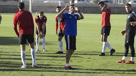 Pedro Emanuel bromeando en el entrenamiento.
