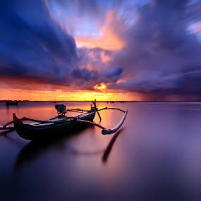 Into the Light by Made Suwita - Landscapes Sunsets & Sunrises ( bali, cloud, beach, sunrise, boat )