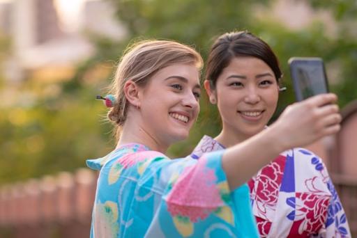 gaijin gaikokujin kimono yukata photo japonaise sourire