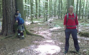 Photo: Mariusz opowiada legendę o dwóch braciach, którzy zamienili się w drzewa.