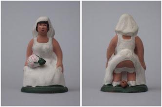 Photo: núm. 0013, núvia, autora: Anna Ma Pla, any, 2000, altura 7,6 cm. Fa parella amb l'anterior (0012)