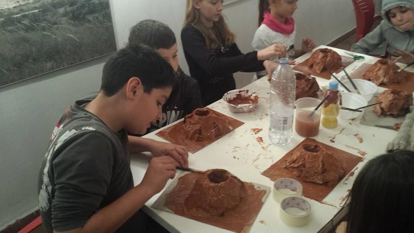 Imagen de los talleres infantiles en Centro de Visitantes Las Amoladeras.
