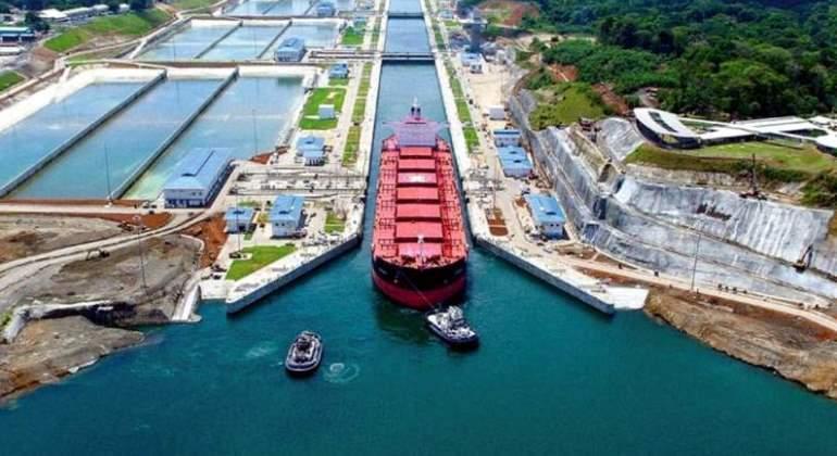 El Canal de Panamá obliga a los buques a tener remolcadores en la zona más  estrecha - elEconomista.es