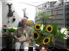 Photo: Mutter Erna zu Besuch bei Gaby und Franz in Tauberfeld August 2007