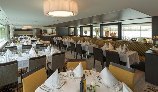Avalon-Tranquility-II-dining-room - Avalon Tranquility II's spacious, open seating dining room.