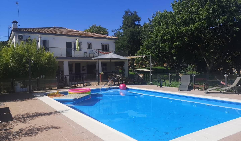 Maison avec piscine et jardin Carmona